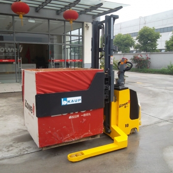 Electric stacker